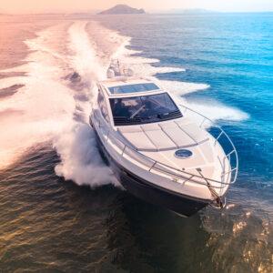 Met de boot het water op